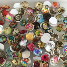 MC482: Mixed Glass Cabochons 20mm, 20 pieces [ C18 ]